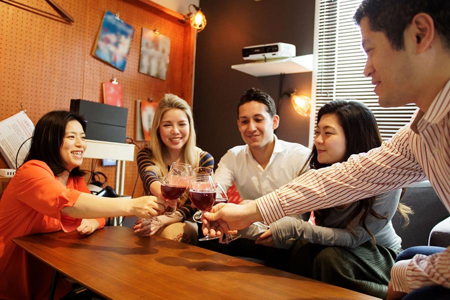 イタリア留学滞在先、シェアハウス、ルームメイト、ルームメイトと乾杯