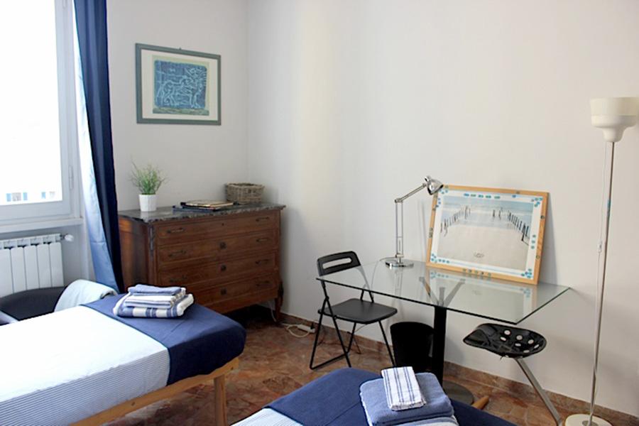イタリア留学滞在先、賃貸アパート、ベッドルーム
