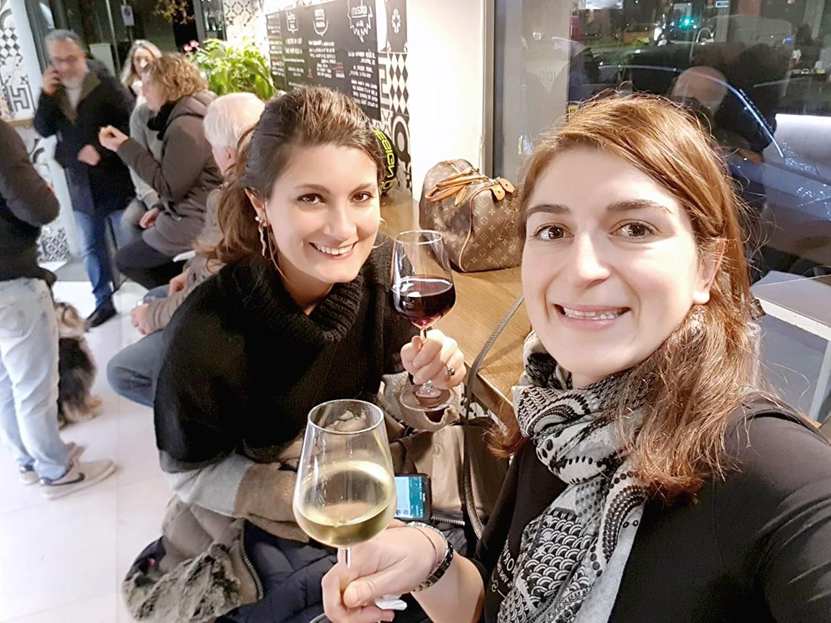 白人、女性、イタリア人、乾杯、白ワイン、赤ワイン
