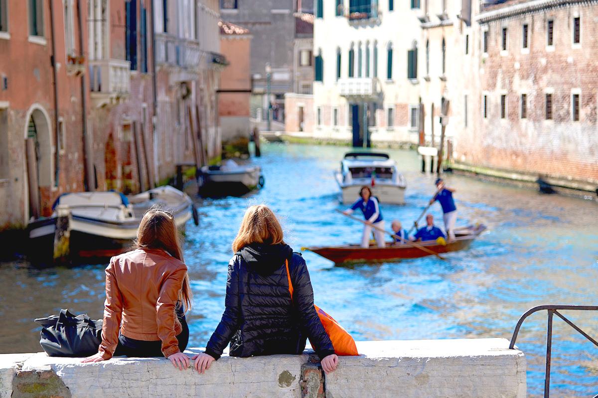 イタリア、女性、女性二人、ヴェネツィア、ゴンドラ、旅する二人
