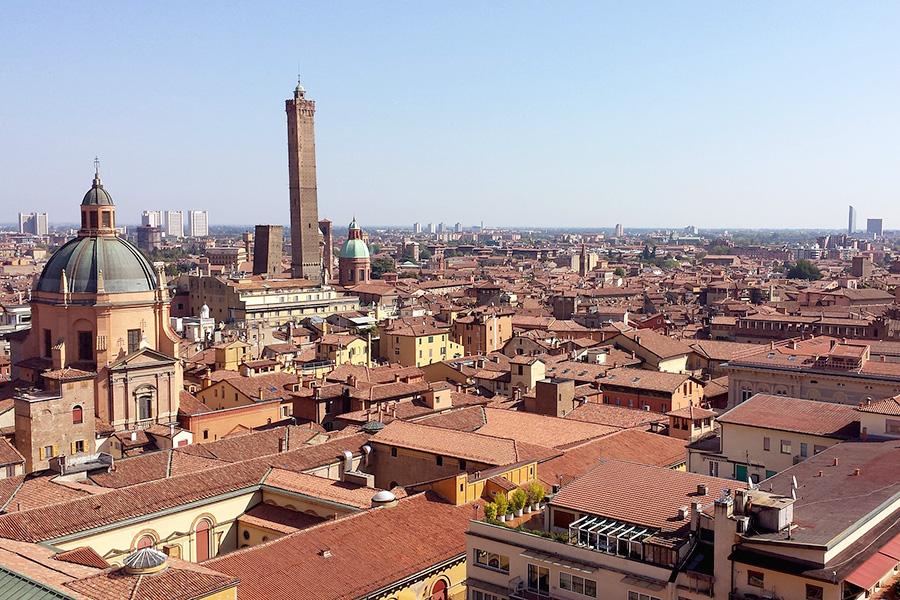ボローニャ、イタリア風景、大学、学問の街、赤い屋根、イタリア大学