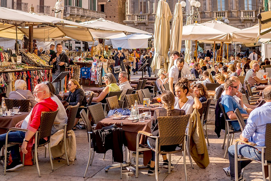 イタリア生活、生活費用、食費、イタリアレストラン、オープンテラス