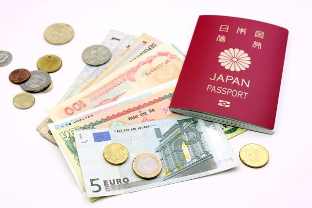 ユーロ紙幣、コイン、通貨、パスポート
