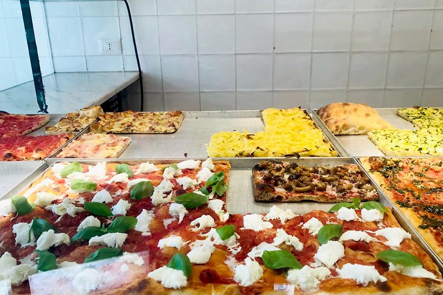 留学生の1日 イタリアの昼 切り売りピザ