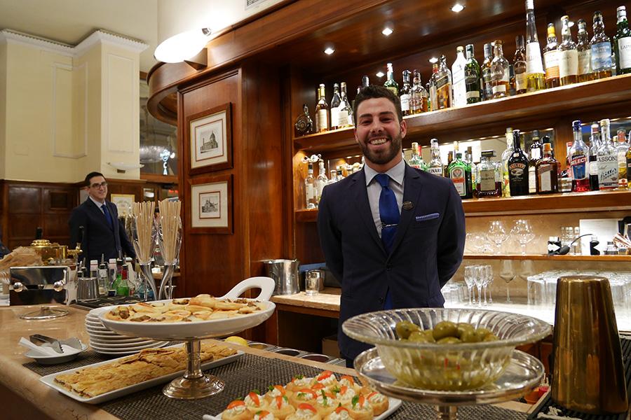 留学生の1日 イタリアの夜 bar