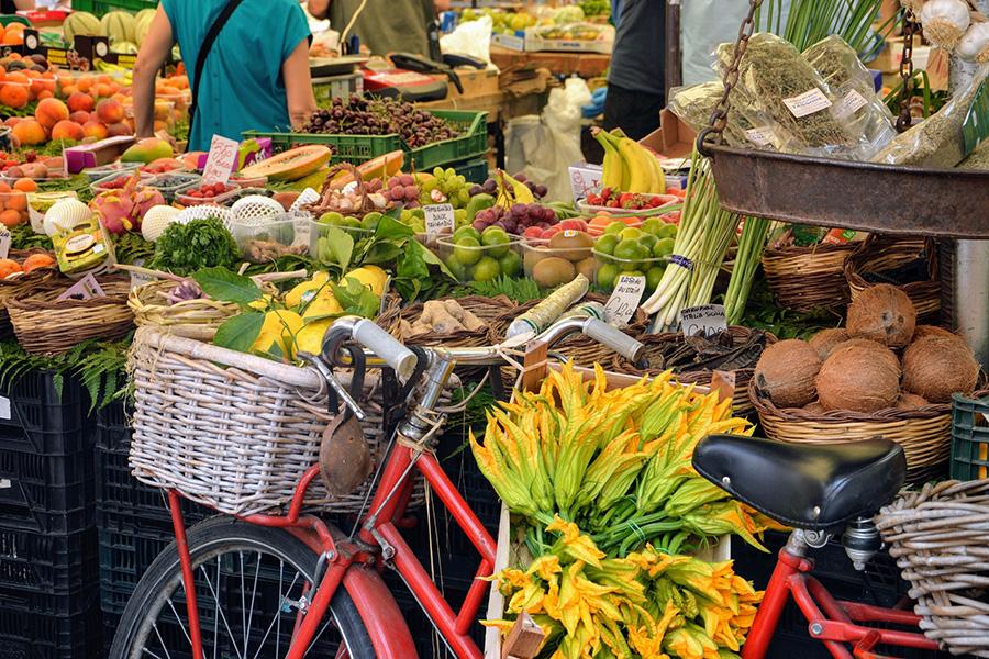 イタリア留学、市場、食材、花ズッキーニ