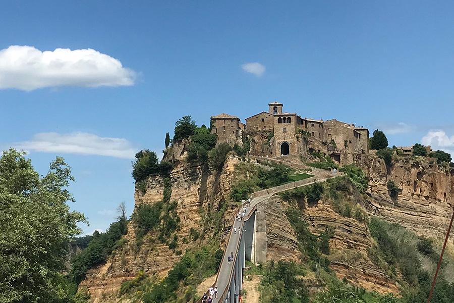 イタリア、チヴィタ・ディ・バニョレージョ、世界遺産、死にゆく街