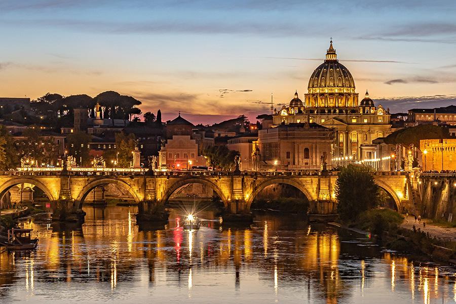 イタリア、ローマ、テヴェレ川、イタリア夜景