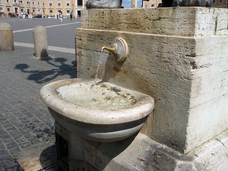 イタリア、水道、広場の水