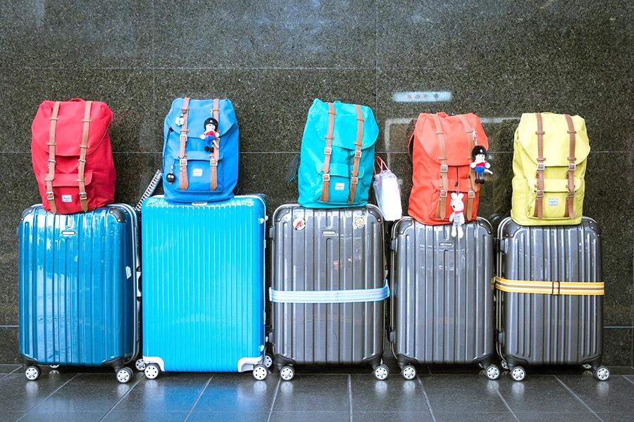 スーツケース、旅行かばん、リュックサック、バッグパック、留学準備、海外渡航