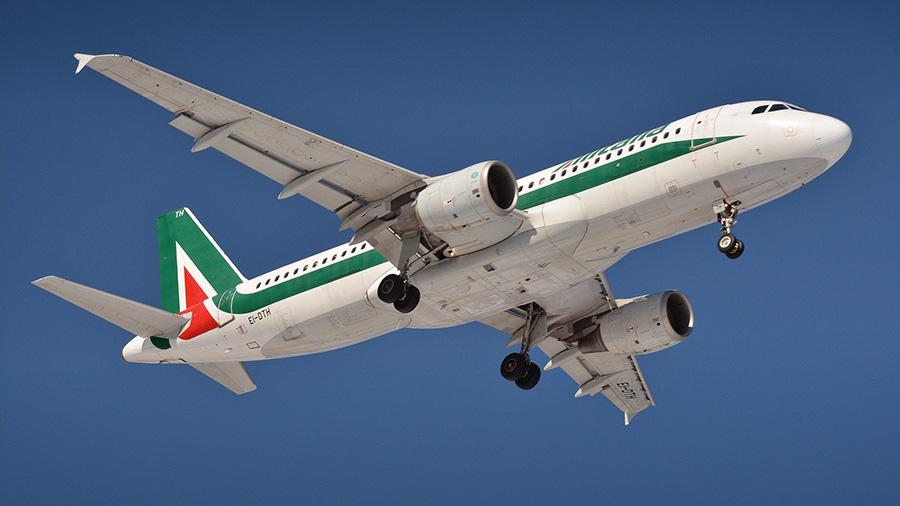 イタリア飛行機、アリタリア、青空、イタリア風景、飛行機