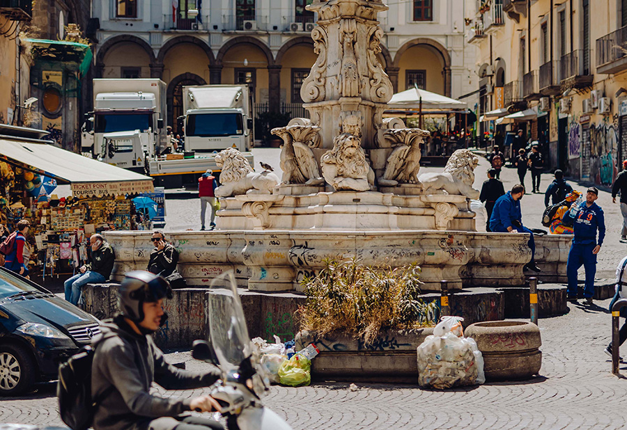 イタリア、街角、人混み、広場、piazza、露天商