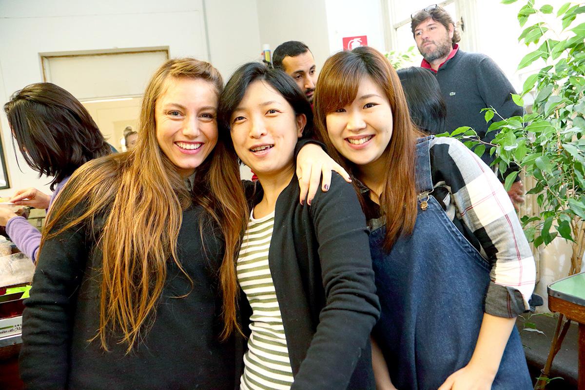 留学、友人、国際的、多国籍の友人、女性、アジア人、欧米人