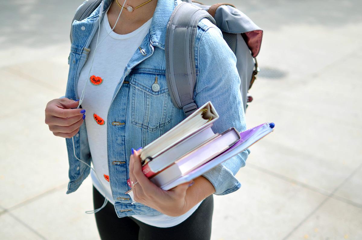 女性学生、大学生、書籍