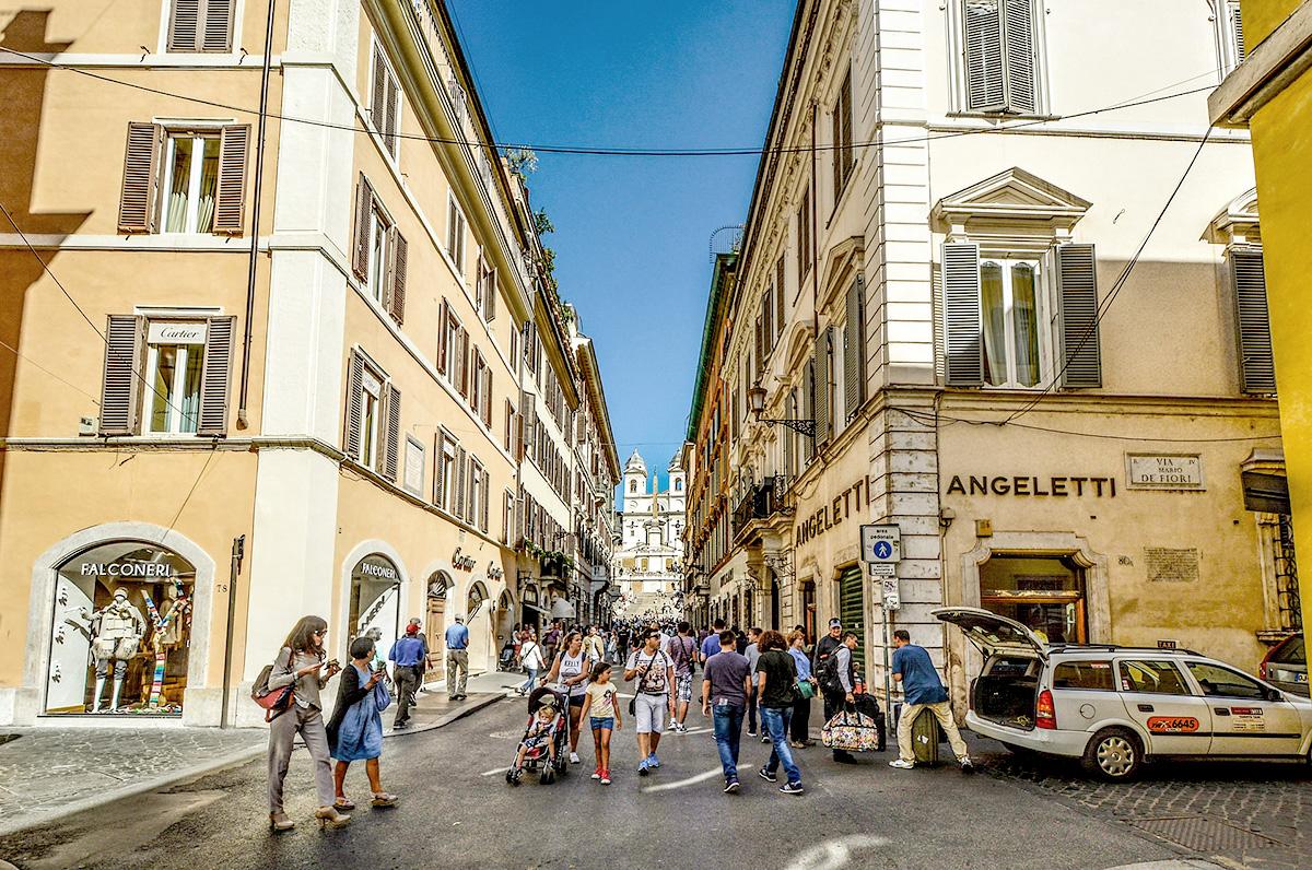 イタリア街、表通り、人混み