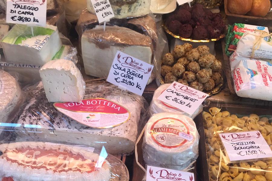 イタリアスーパーマーケット、チーズ、サルメリア