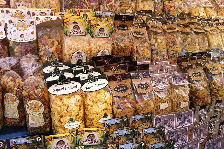 イタリアスーパーマーケット、パスタコーナー