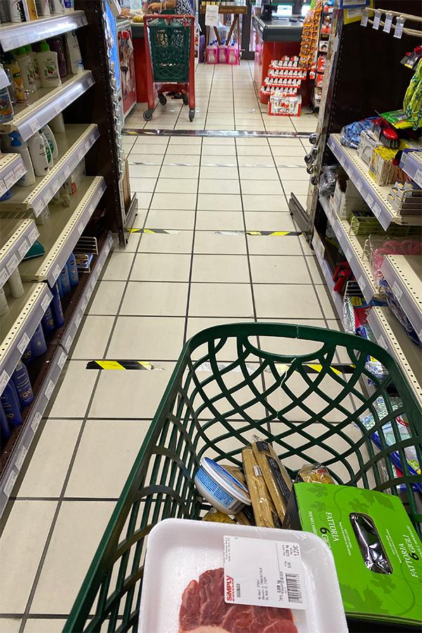 イタリアスーパーマーケット、コロナ対策、ソーシャルディスタンス