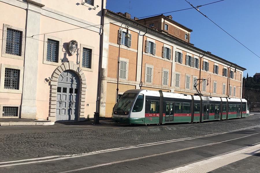イタリア風景、イタリア公共交通機関、トラム、路面電車