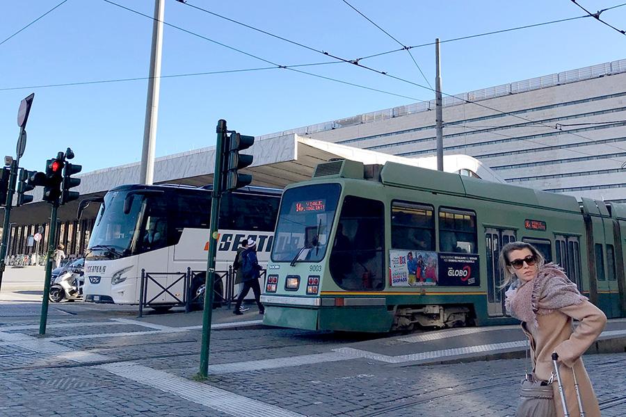 イタリア風景、イタリア公共交通機関、トラム、バス