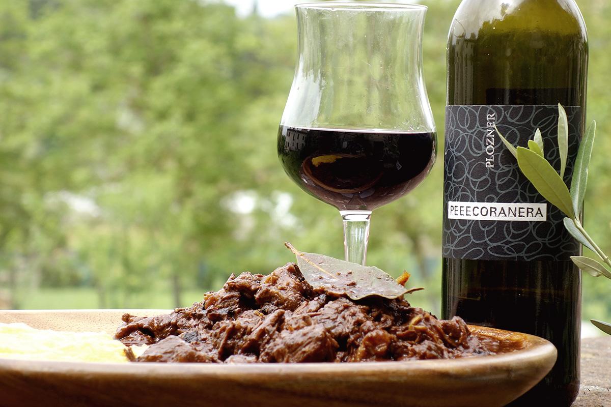 赤ワインと肉の煮込み料理