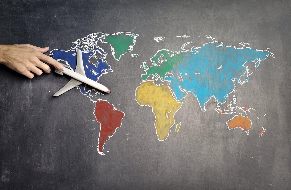 世界地図、イタリアと日本の距離