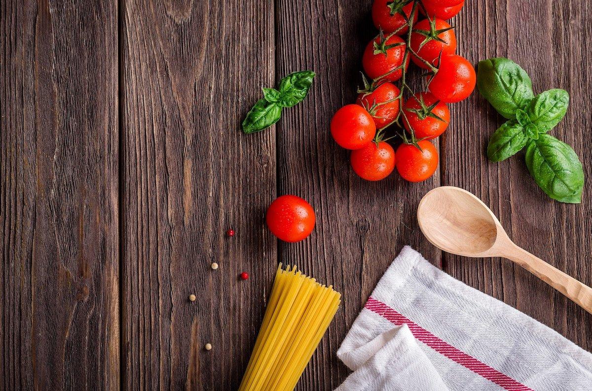 スパゲッティ、トマト、バジル、ナプキン、スプーン、イタリアン、食材