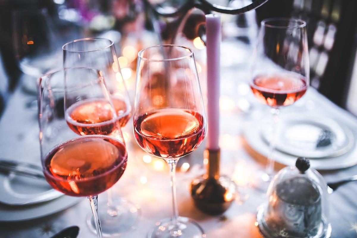 pizza、ワイン、ワイングラス、レストラン、パーティ、ロゼワイン、イタリアン