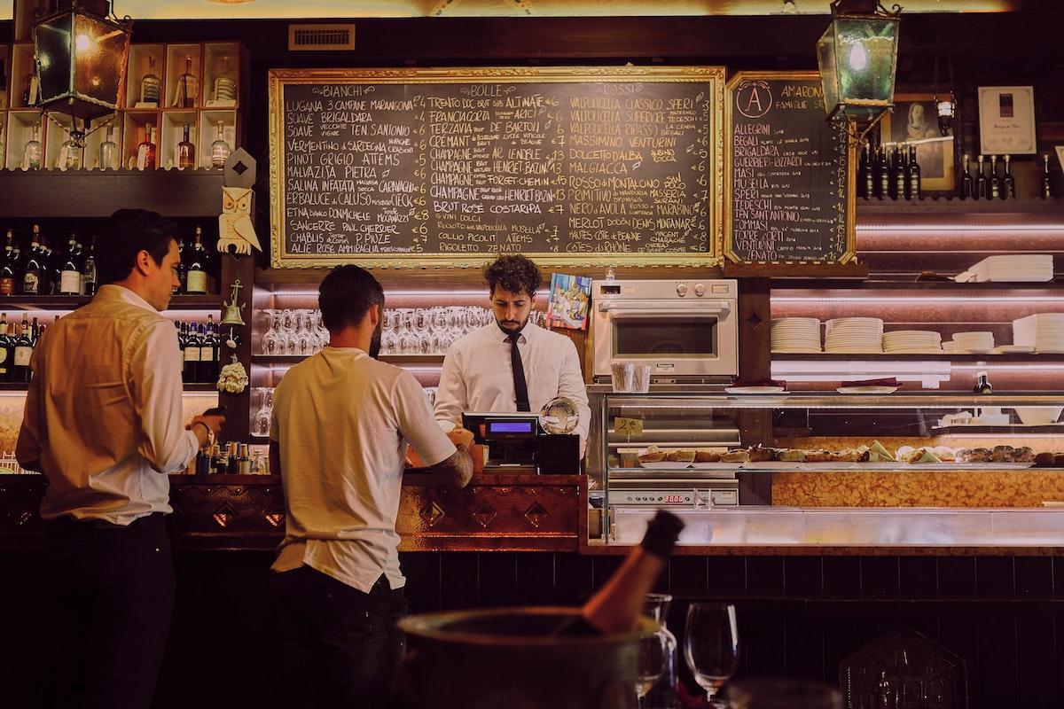 カフェ、バール、バリスタ、イタリア風景、イタリア人、イタリア