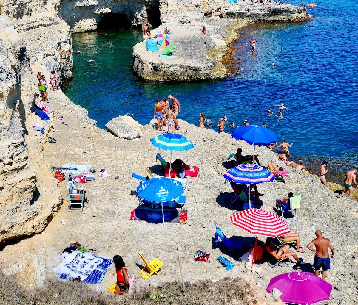 イタリア、チンクエテッレ、バカンス、海、海水浴、日光浴、夏のイタリア