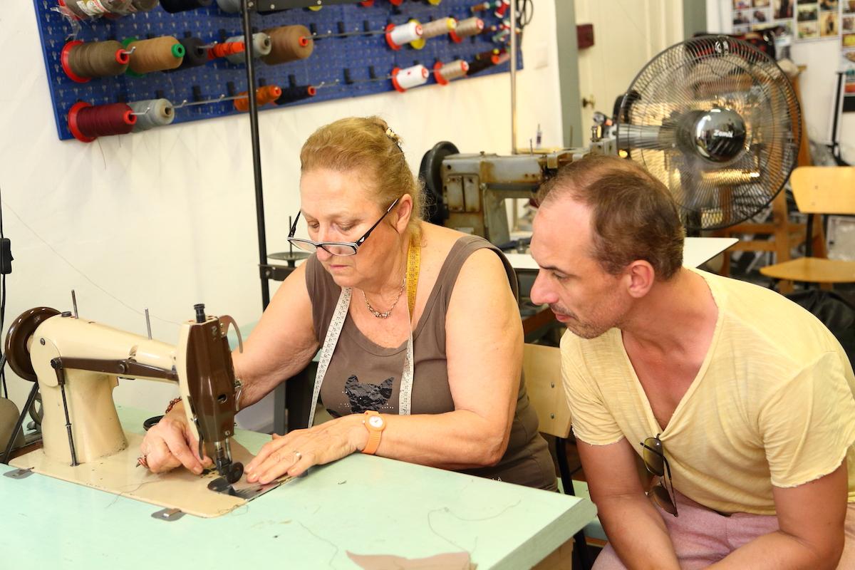 カバン職人、カバン作り、授業風景、レッスン風景、カバン制作、工房、革製品