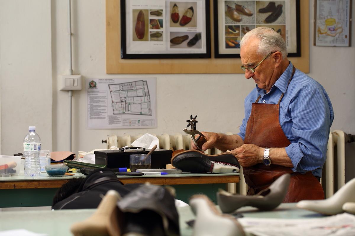 靴職人、靴制作、授業風景、レッスン風景、革製品