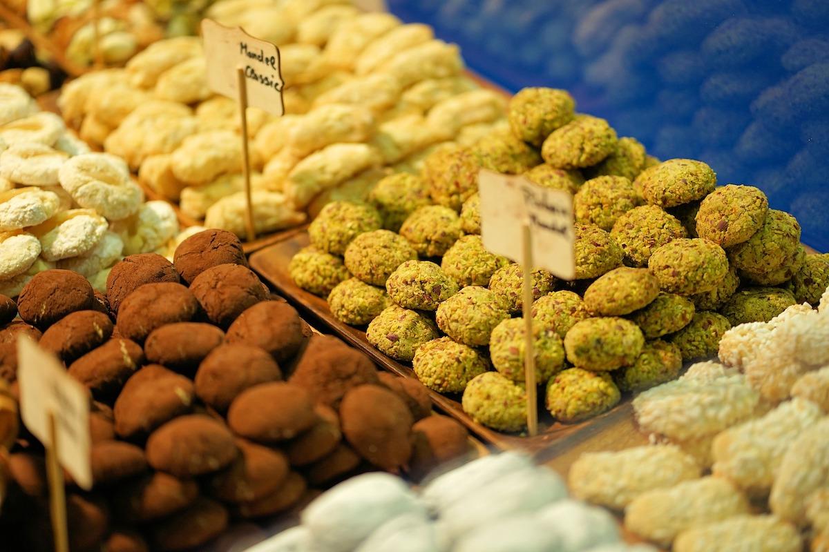 チョコレート、チョコレート量り売り、チョコレート祭り、イタリア風景